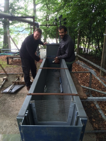 Setting up the flume. Copyright FBA.